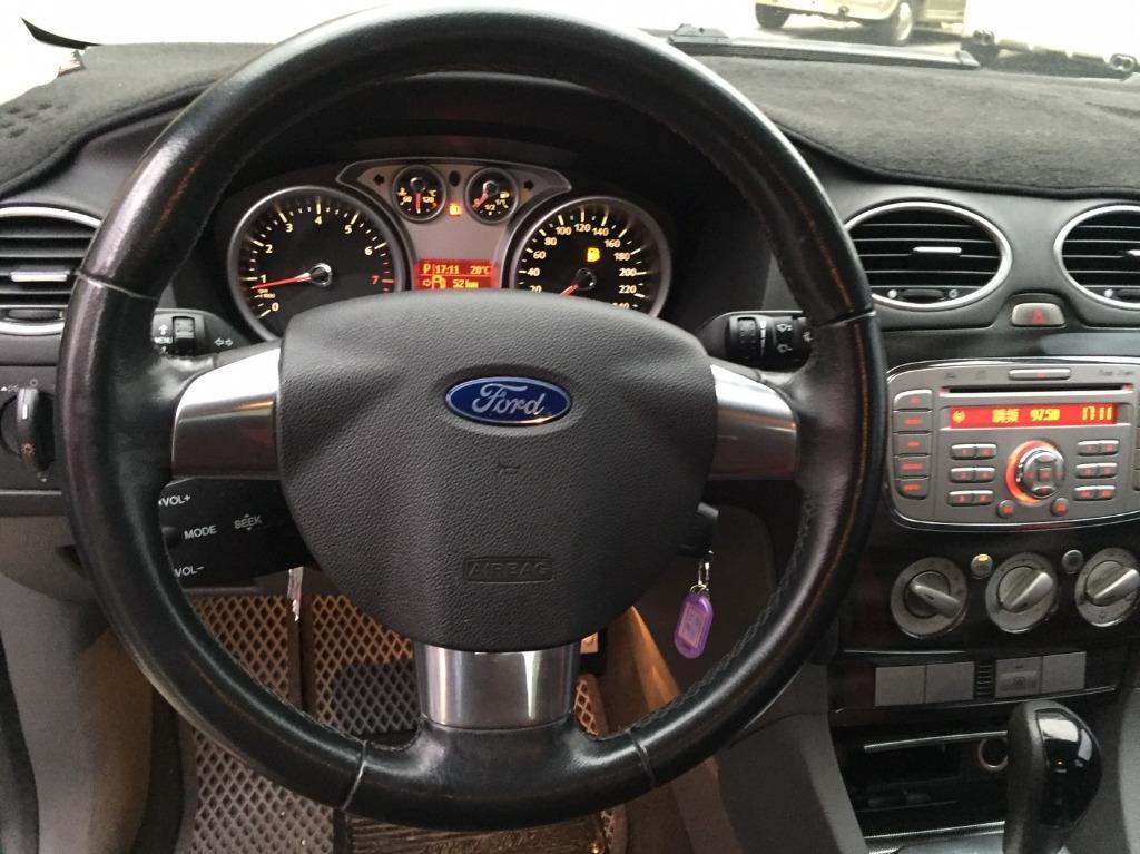 2010 Ford Focus 2.0 銀 配合全額貸、找 錢超額貸 FB搜尋 : 『阿文の圓夢車坊』