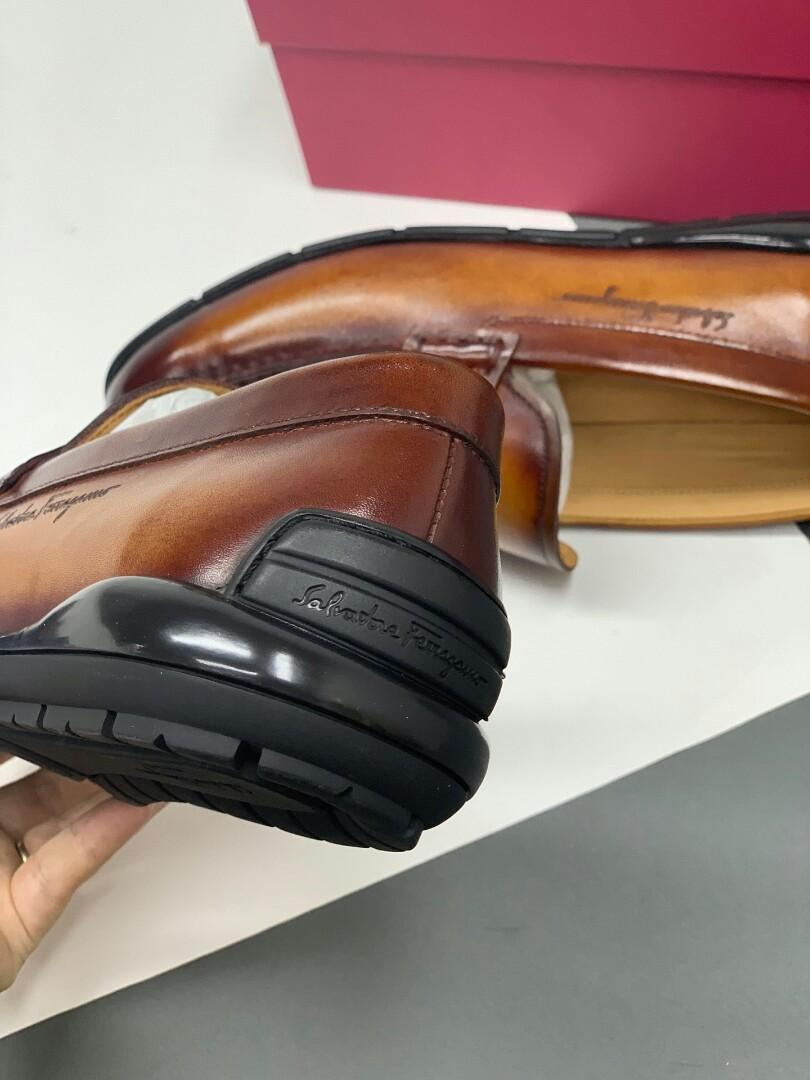 Ferragamo latest brush color khaki manually update the arrival of the leather surface with special sole leather inside the car line shoe surface laser brand normal code code physical effect is better