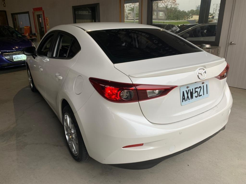 Mazda 2015年馬三 中階 跑15 白入庫