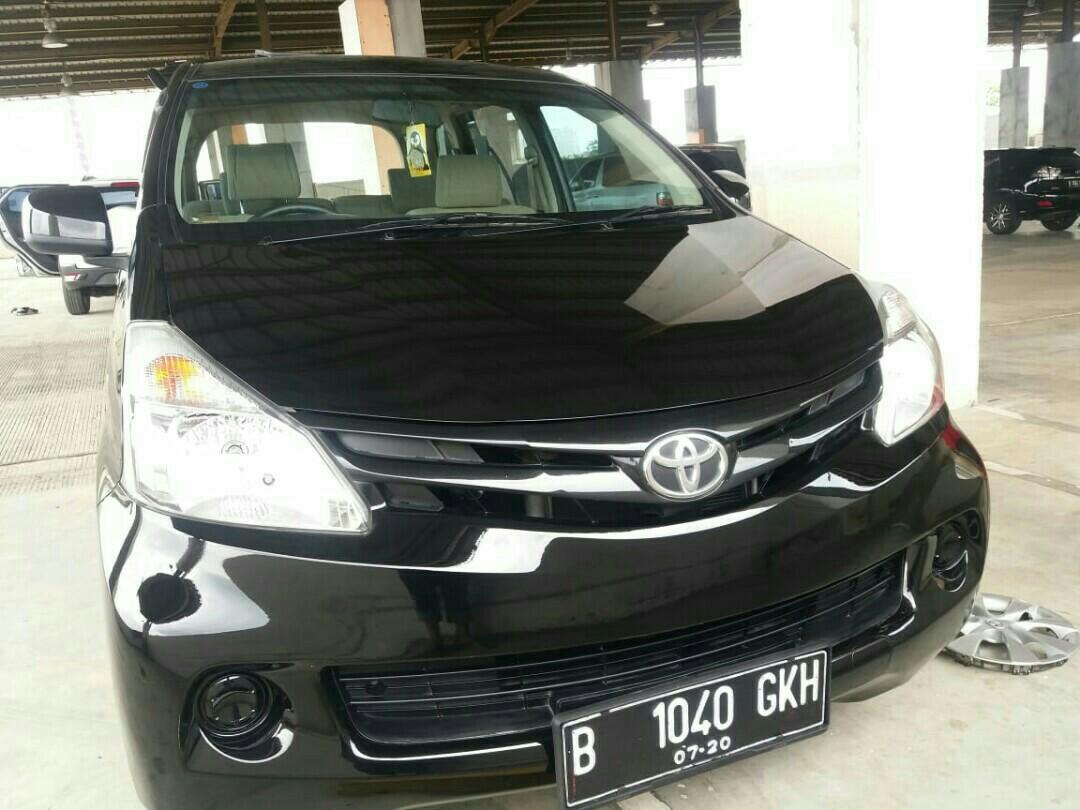 Toyota Avanza tipe E 1.3 Manual Tahun 2015 warna hitam.