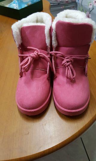 全新桃粉色雪靴