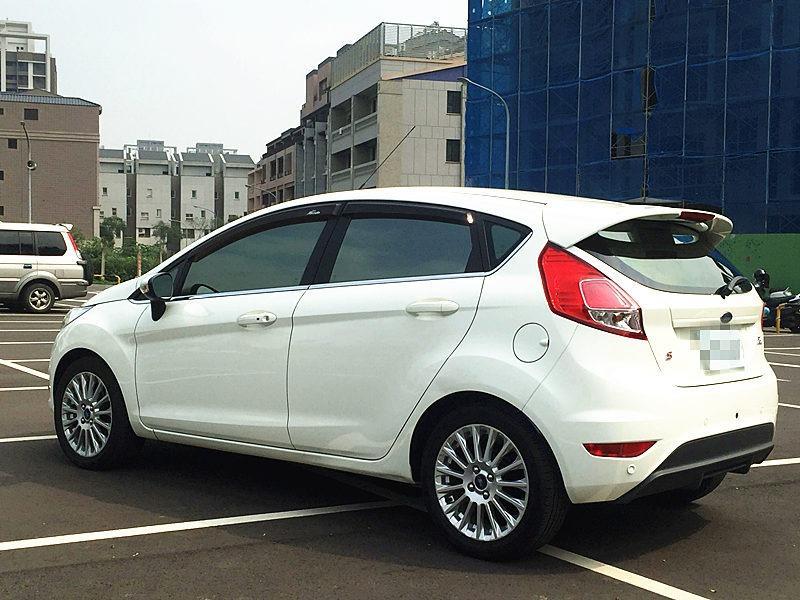 2014年 Fiesta 1.5 白 FB粉專:二手車教主●可可