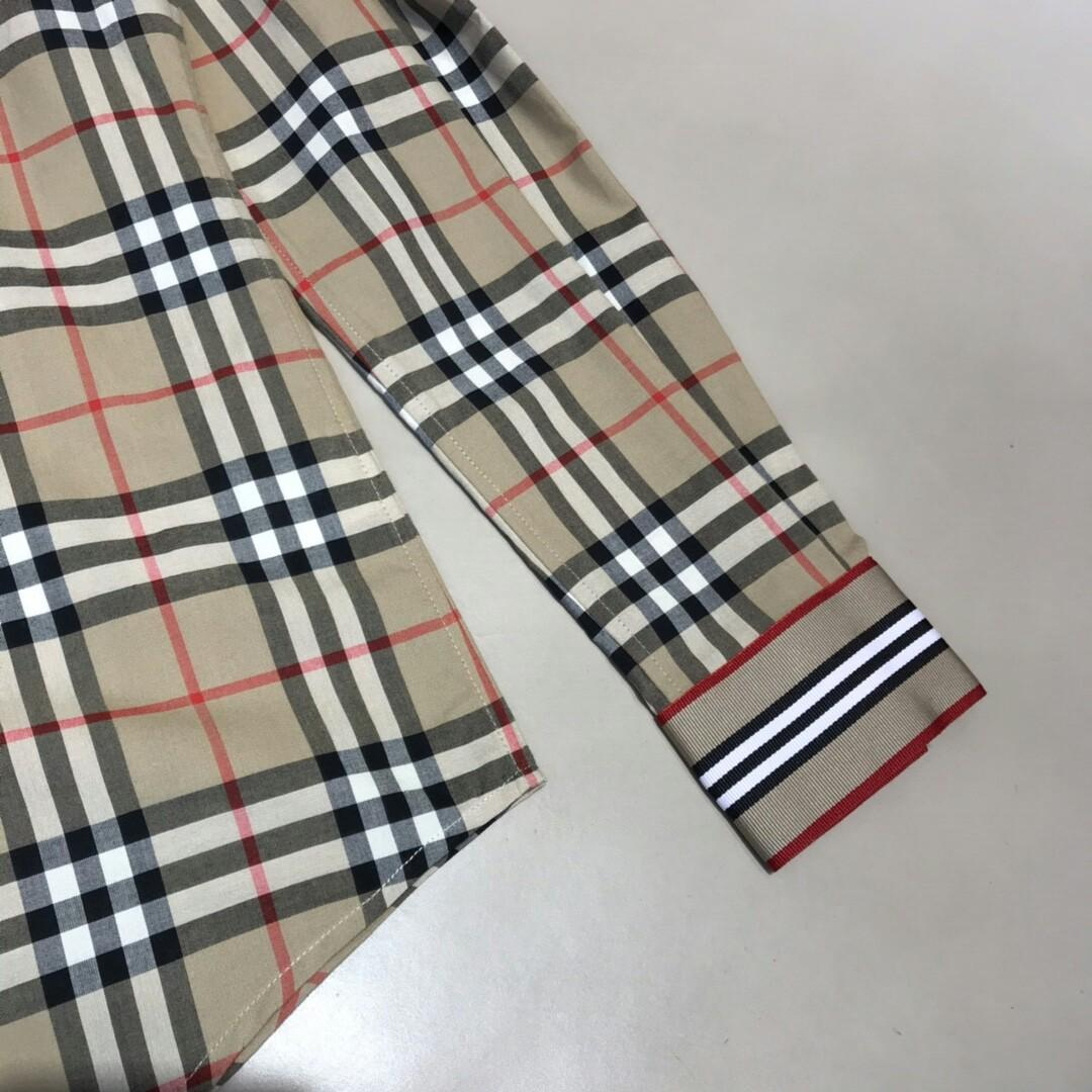 Original Gucci-- the feature of clothes is the front flap with cuffs plaid restoring ancient ways this is a new series of exclusive identification stripe ribbon to confirm the latest