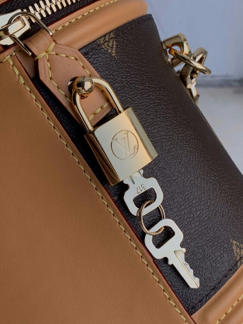Original Lv- classic design in the early autumn pocket version handbags based canvas collision chic style handle and long adjustable shoulder straps can add artistically grow for modelling and coated canvas do old leather trimming microfiber lining