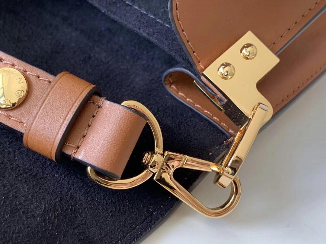 Original Lv -Large with delicate double color design grain with smooth calfskin leather trimming tie-in hexagon ring chain