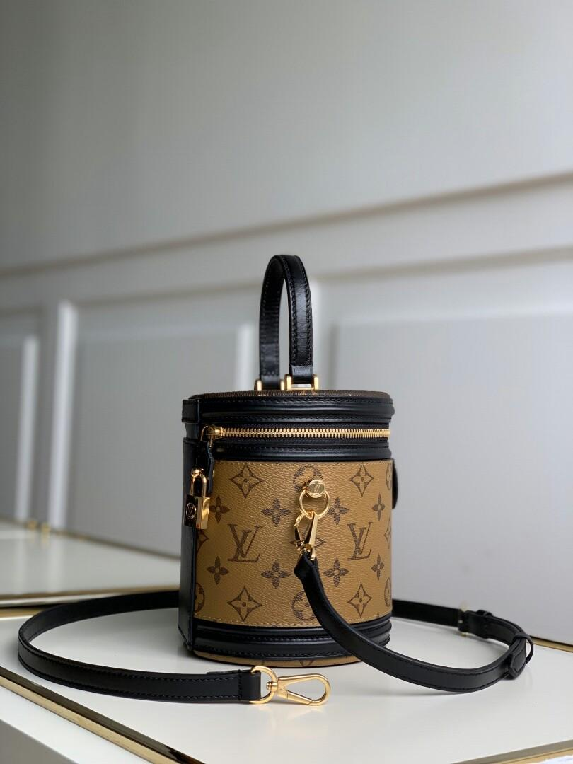 Original Lv -Reference has a long history of makeup modelling women s art director e to semi-rigid handbags is once again the classic charm