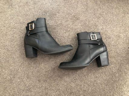 Black heeled novo ankle boots
