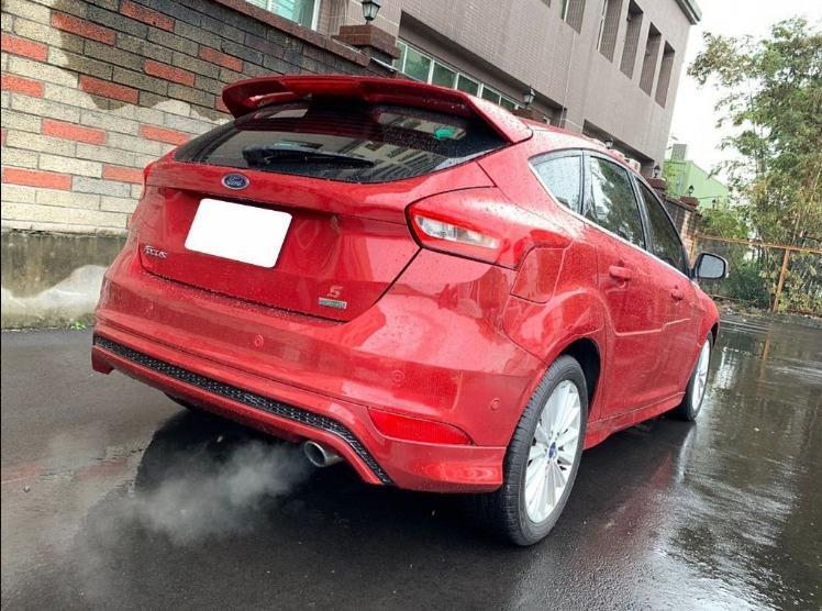 Ford 福特 Focus 5D紅色