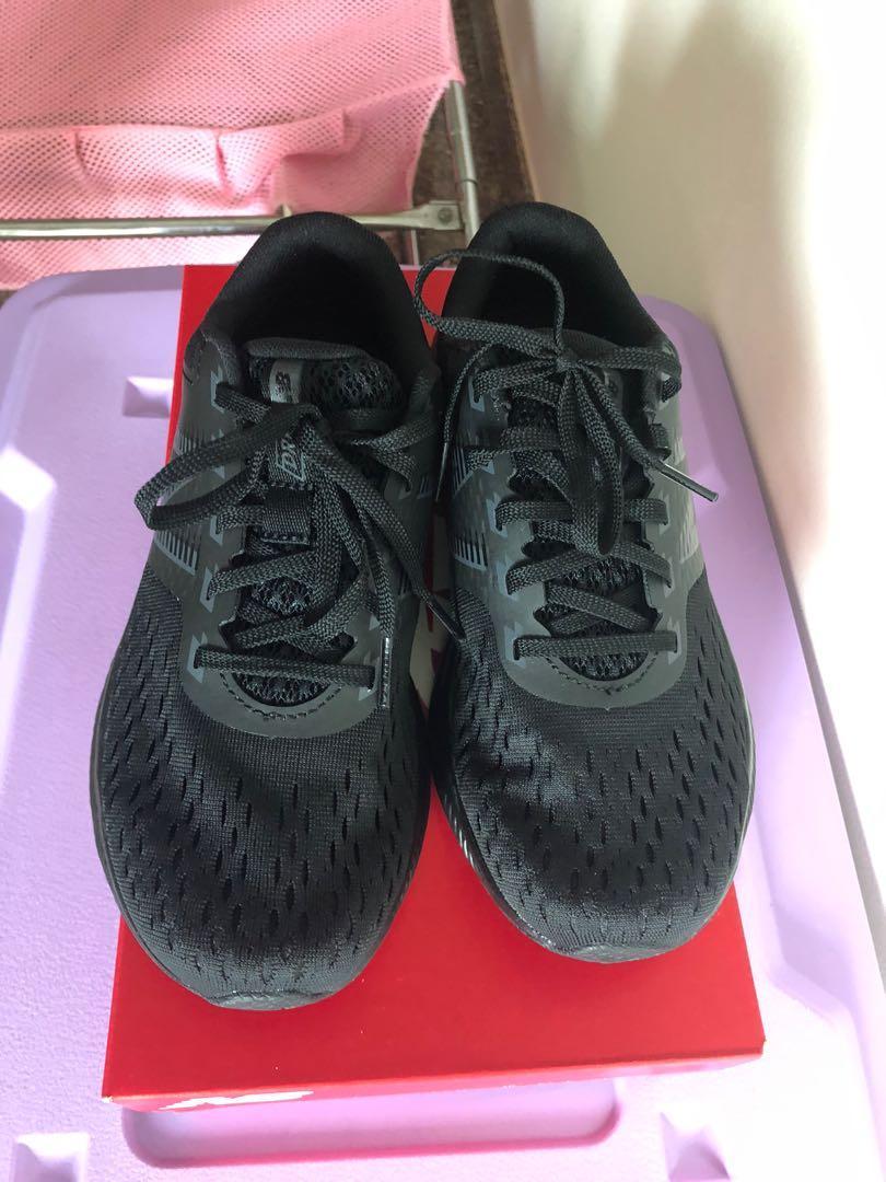 New balance sports shoes size 6, Men's