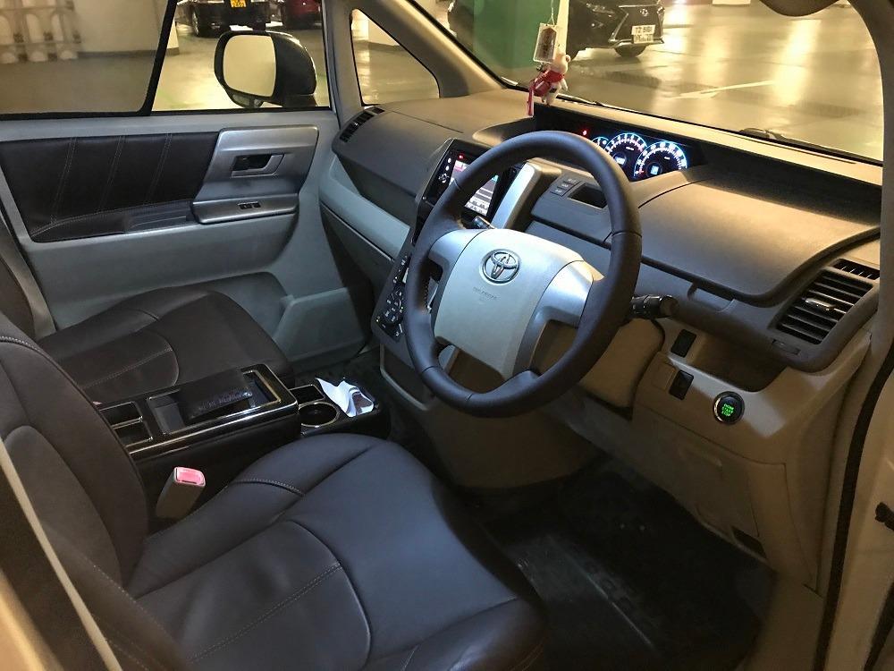 Toyota Noah 2.0  8-Seater Auto