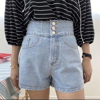 🇰🇷韓國空運預訂✈️毛邊寬版排釦高腰單寧牛仔短褲
