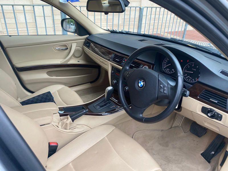 BMW 320i SE (A)