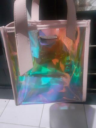 Tas sling bag detail hologram