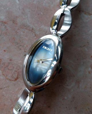 DKNY tiny watch女裝錶(wrist up to 16cm)
