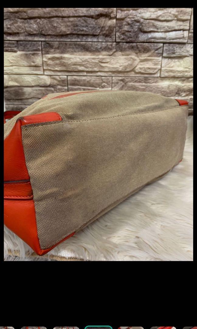 Totebag gucci authentic, kanvas mix leather, kondisi 85% OK, bagian dalam sedikit kotor, size 38 x 29 x 12 cm, bag only! Serius only!