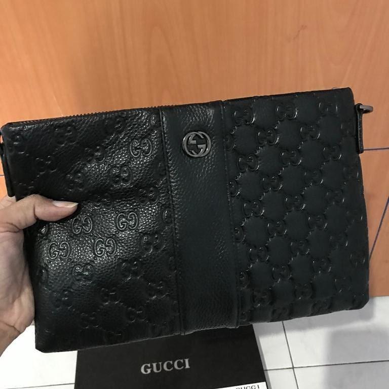 Gucci Clutch emboses kulit asli tebal dan lentur, size 27x17,5cm made in france lengkap set mulus ya, 99% Like New