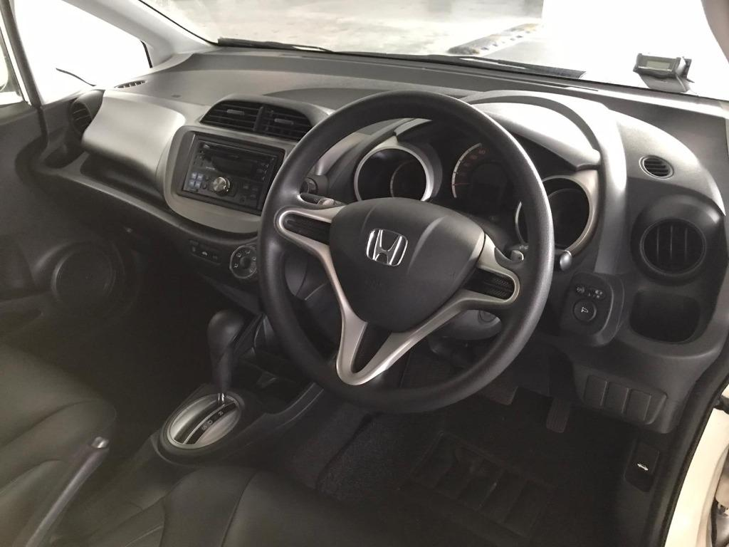 Honda Jazz HAPPY MONDAY!! JUST IN!! Fuel efficeint, spacious & well maintained! Comes with FREE Petrol Voucher & FREE rental for new contract signup! Just $500 Deposit driveaway immediately! Whatsapp 8188 8616 now to enjoy special rates!!