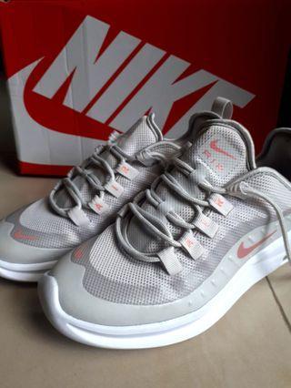 WMNS Nike Air Max Axis
