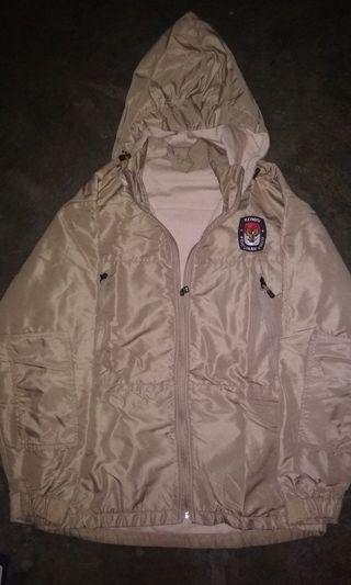 Jaket windbreaker size L bahan mulus