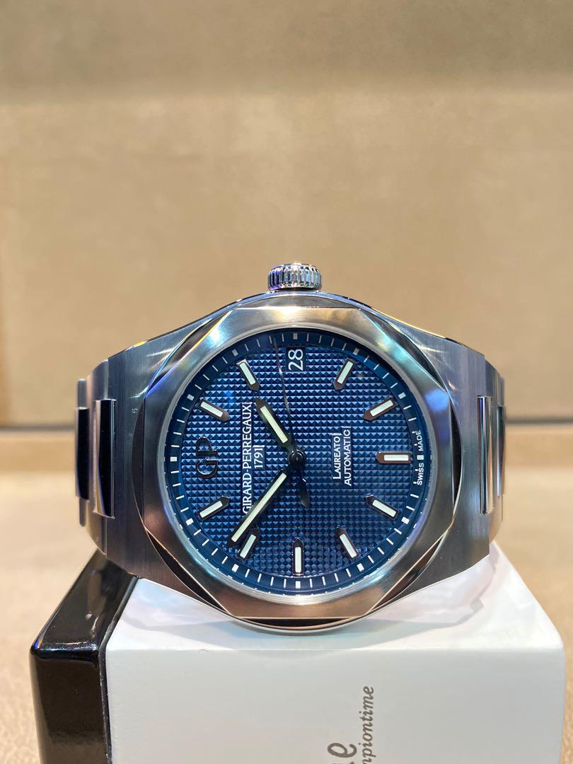 Brand New Girard Perregaux Laureato 81010-11-431-11A Blue Dial Automatic Steel Casing Bracelet