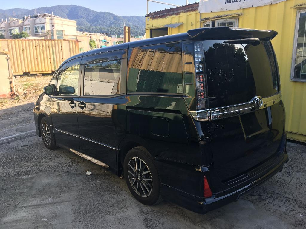 Toyota Voxy 2.0 ZS 黑色雙電八座 Auto