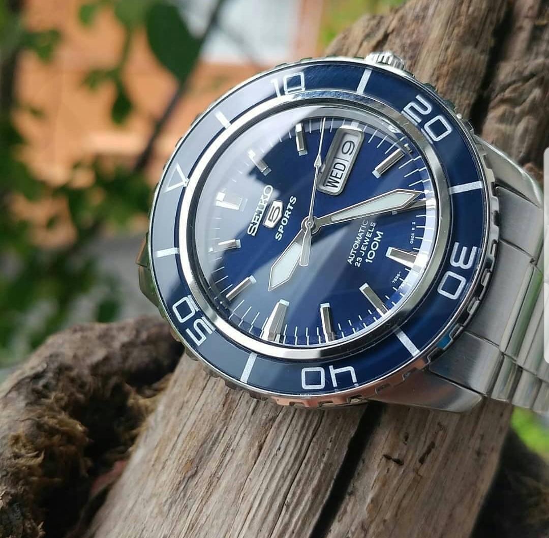 [BNIB] Seiko 41mm Sports 5, 23-Jewel Automatic Watch with Day and Date Window SNZH53K1 SNZH53