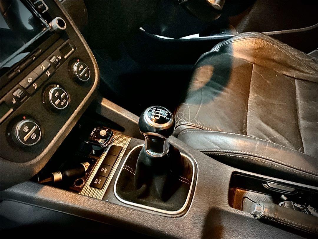 Volkswagen Golf R32 4-door  MT Manual