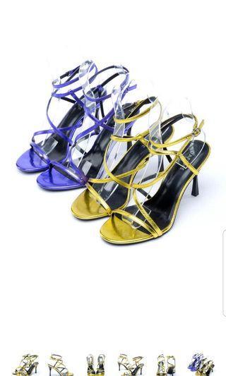 達芙妮 繫帶繞踝方扣高跟涼鞋 兩色合併出售