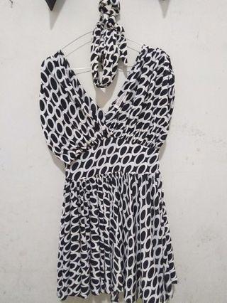 Mini dress corak hitam putih