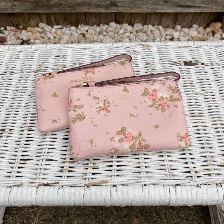 CORNER ZIP WRISTLET WITH ROSE BOUQUET PRINT (COACH 91781) #MarinaDandy