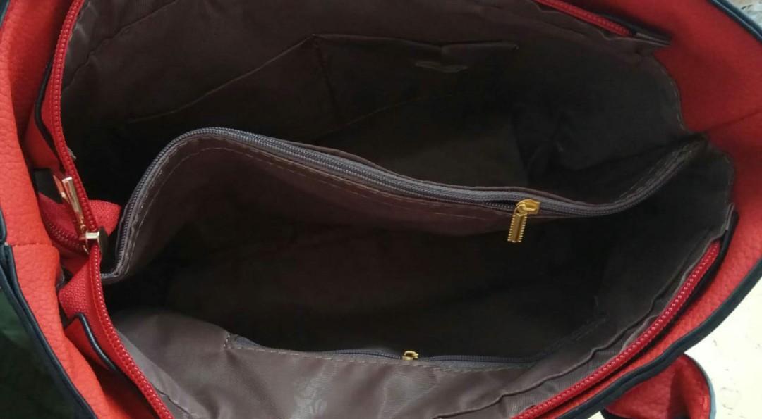 Tas Fashion 9906-2  Berat 800gr  Bahan kulit  SZ 27x13x23cm 5 Warna :  Brown Grey Red Khaki Black   Kelengkapan :  *TALI PANJANG* *GANTUNGAN*untuk sementara stop pengiriman keluar batam*