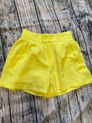 正韓鮮黃色短褲
