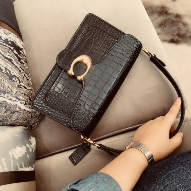 coach  boutique limited tabby two shoulder straps Bacchus bag shoulder cross-body c buckle Guan Xiaotong with the same style of autumn and winter new simple crocodile pattern square head Bacchus bag handbag envelope bag beauty bag explosion