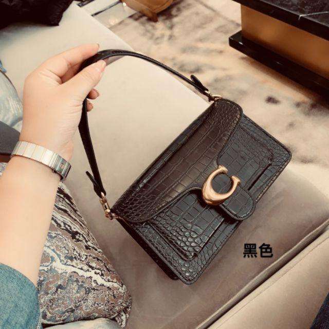 coach Coach boutique limited tabby two shoulder straps Bacchus bag shoulder crossbody c buckle Guan Xiaotong with the same paragraph in the autumn and winter new simple crocodile pattern square head Bacchus bag handbag envelope bag beauty bag explosion P