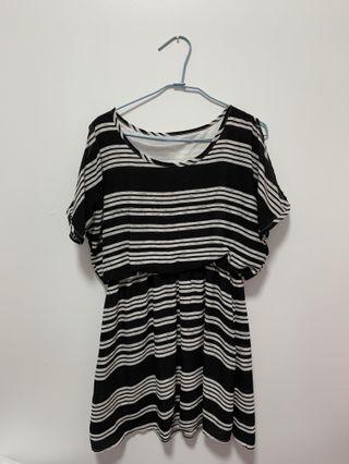 挖肩黑白條紋洋裝
