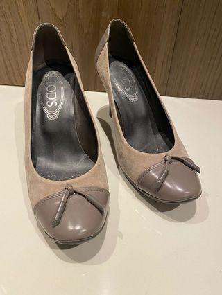 灰色荳荳高跟鞋
