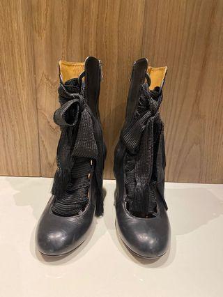 半筒跟高黑色真皮靴37.5