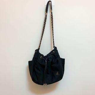 Agnes B 尼龍黑色抽繩水桶包+H&M平口上衣