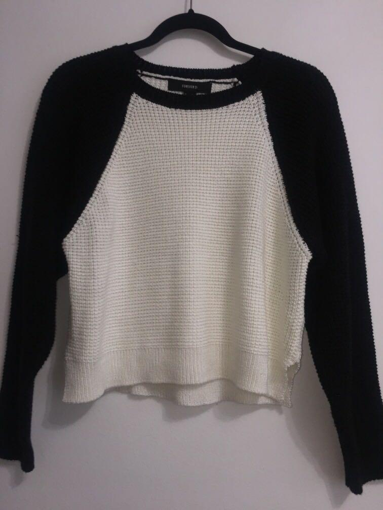 Forever 21 Black and White Sweater            Size: M