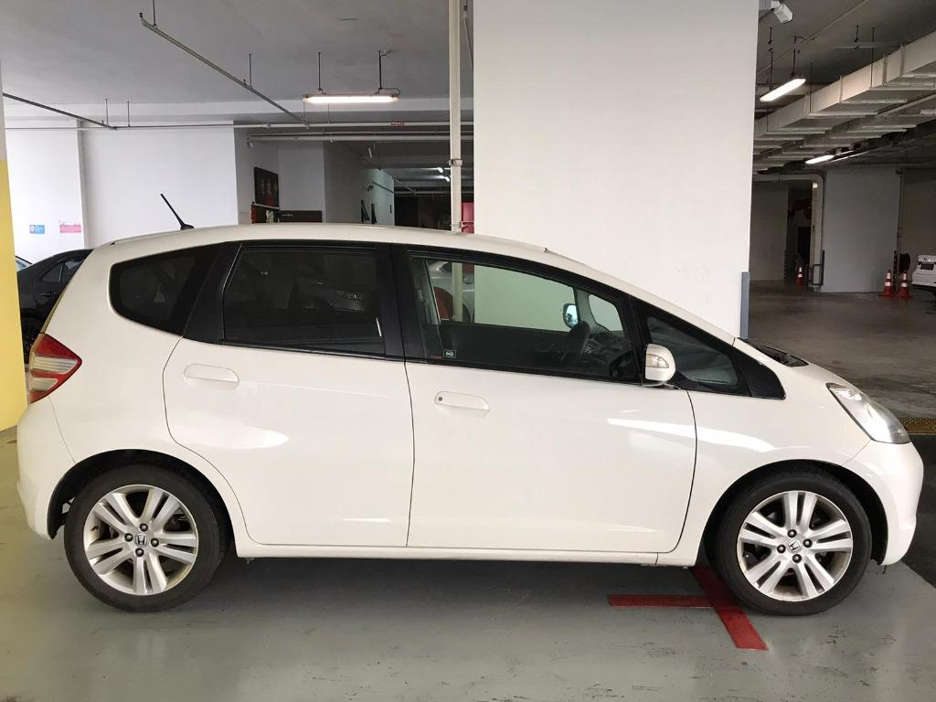 Honda Jazz SOCIAL DISTANCING??  Rent a car now to travel with a peace of mind! Cheapest rental in town with just $500 Deposit driveoff immediately.  Superb condition, Fuel efficient & Spacious! Whatsapp 8188 8616 now to enjoy special rates!!