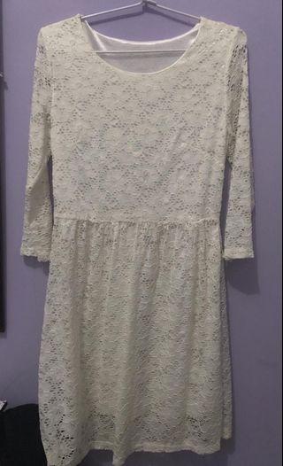 Liana White Dress  Bahan : Cardet  Ukuran :  M