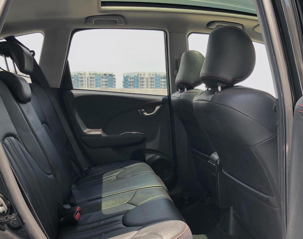 """$300 honda fit skyroof 1.3a""""sunroof""""before gojek rebate*CHEAPER CAR RENTAL FOR LONG TERM  grab personal use"""