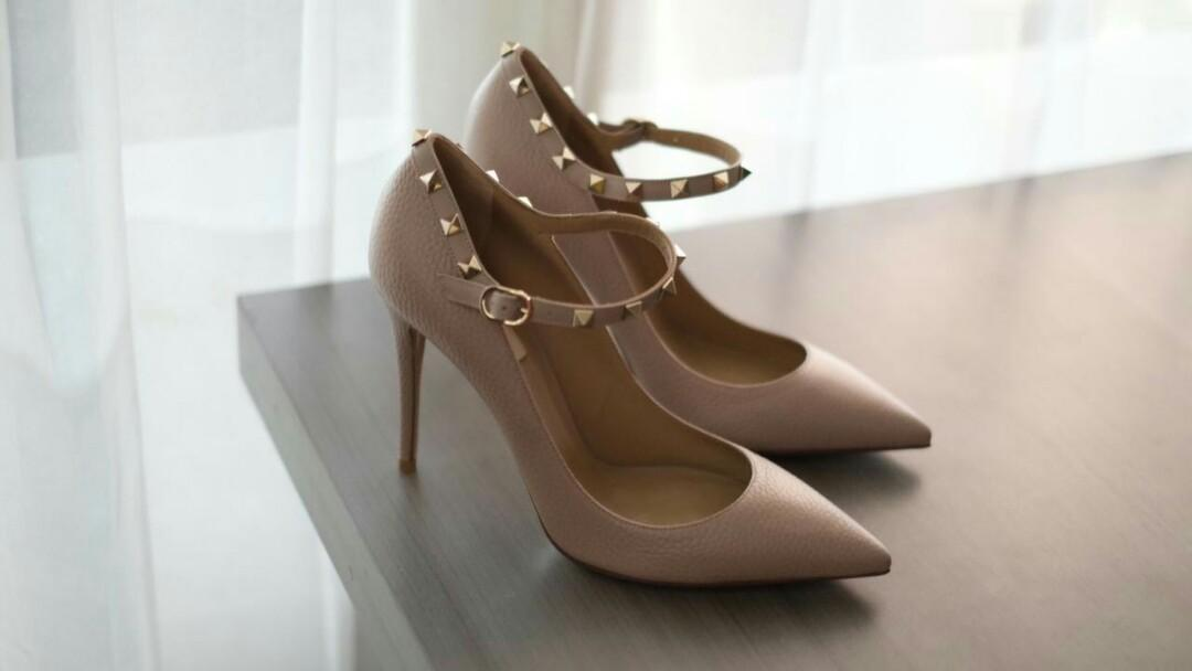New Arrival !Valentino Sling pump 10 cm Nude Grained  Size 36 36.5 37 38 38.5 39 39.5 40 #sepatucewek #shoes