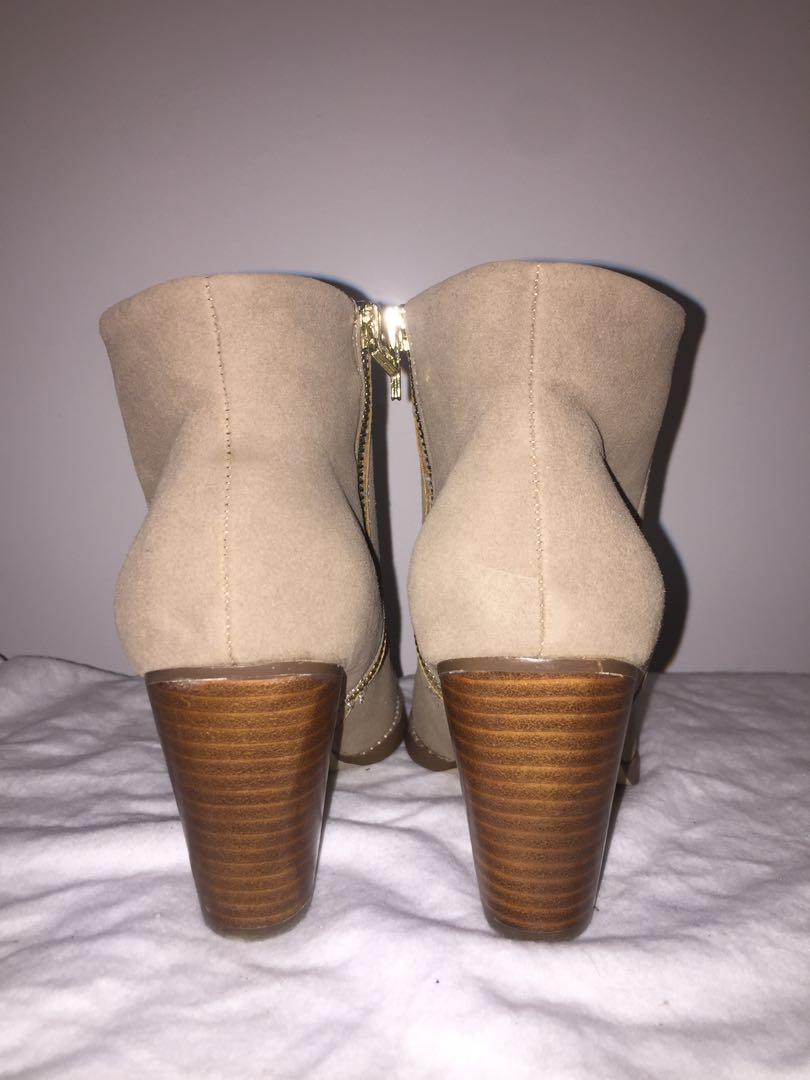 Taupe suede ankle boots, the bay (expression), size 7