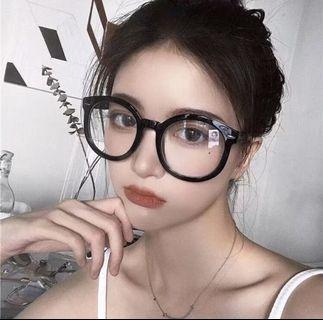 黑色粗框眼鏡