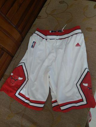 Adidas basketball short (size m)