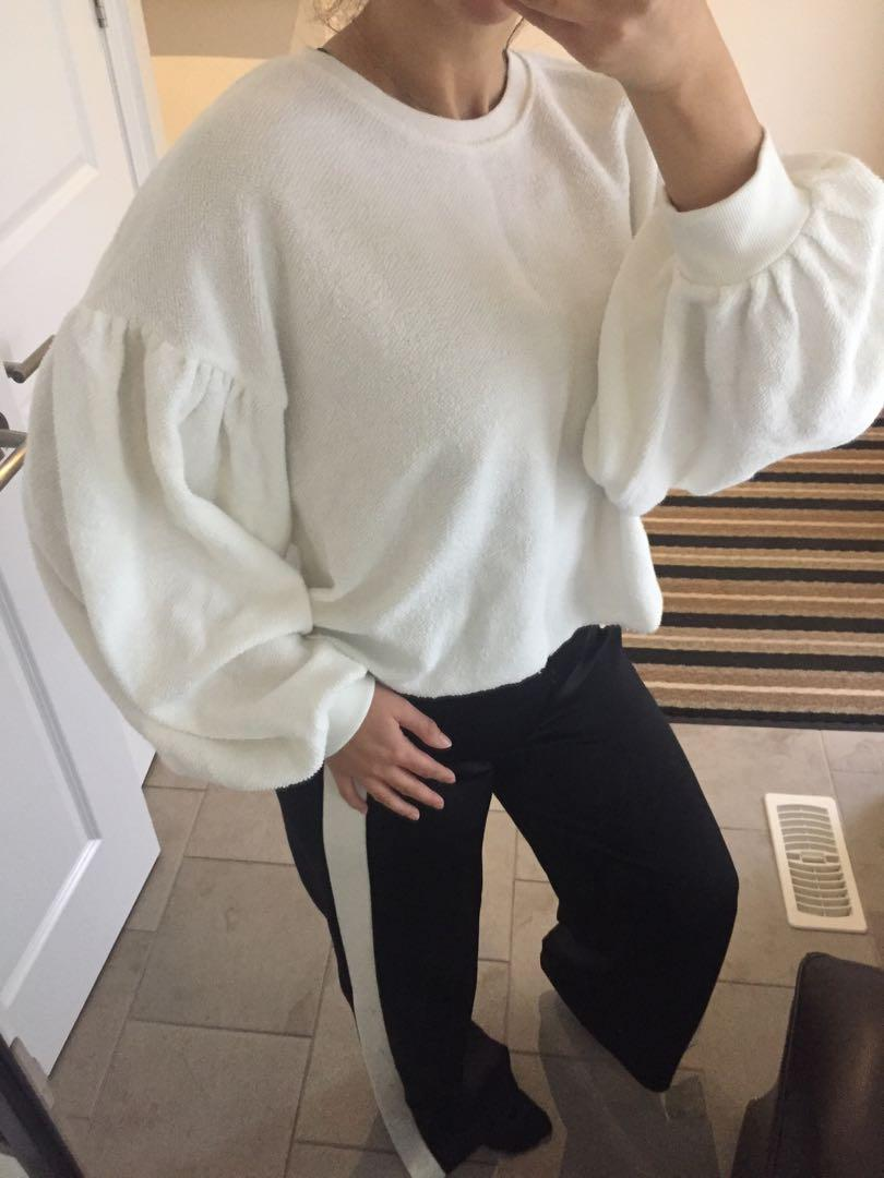 Free People white balloon sleeve sweater, never worn, size M