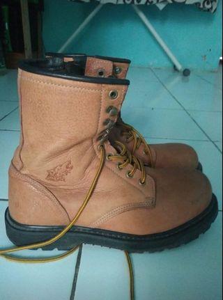 Sepatu safety boot Hobart mirip redwing red wing 2233