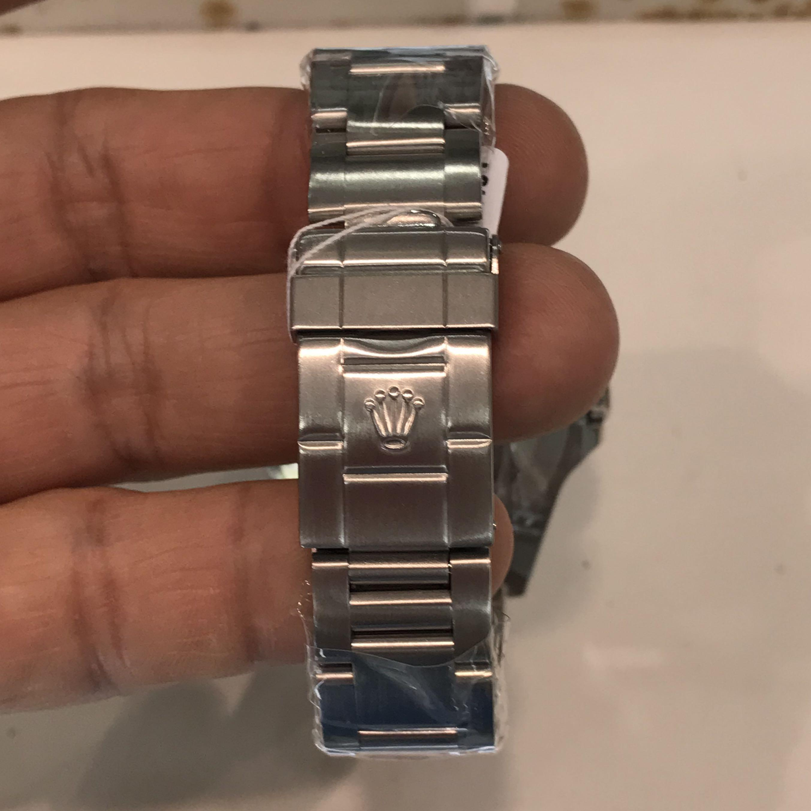 CLEARANCE SALES {Luxury Dress Watch - ROLEX} Authentic ROLEX EXPLORER II OYSTER PERPETUAL DATE SUPERLATIVE CHRONOMETER OFFICIAL CERTIFIED 40mm White Dial Model 16570 Come With Original Bezel & Bracelet