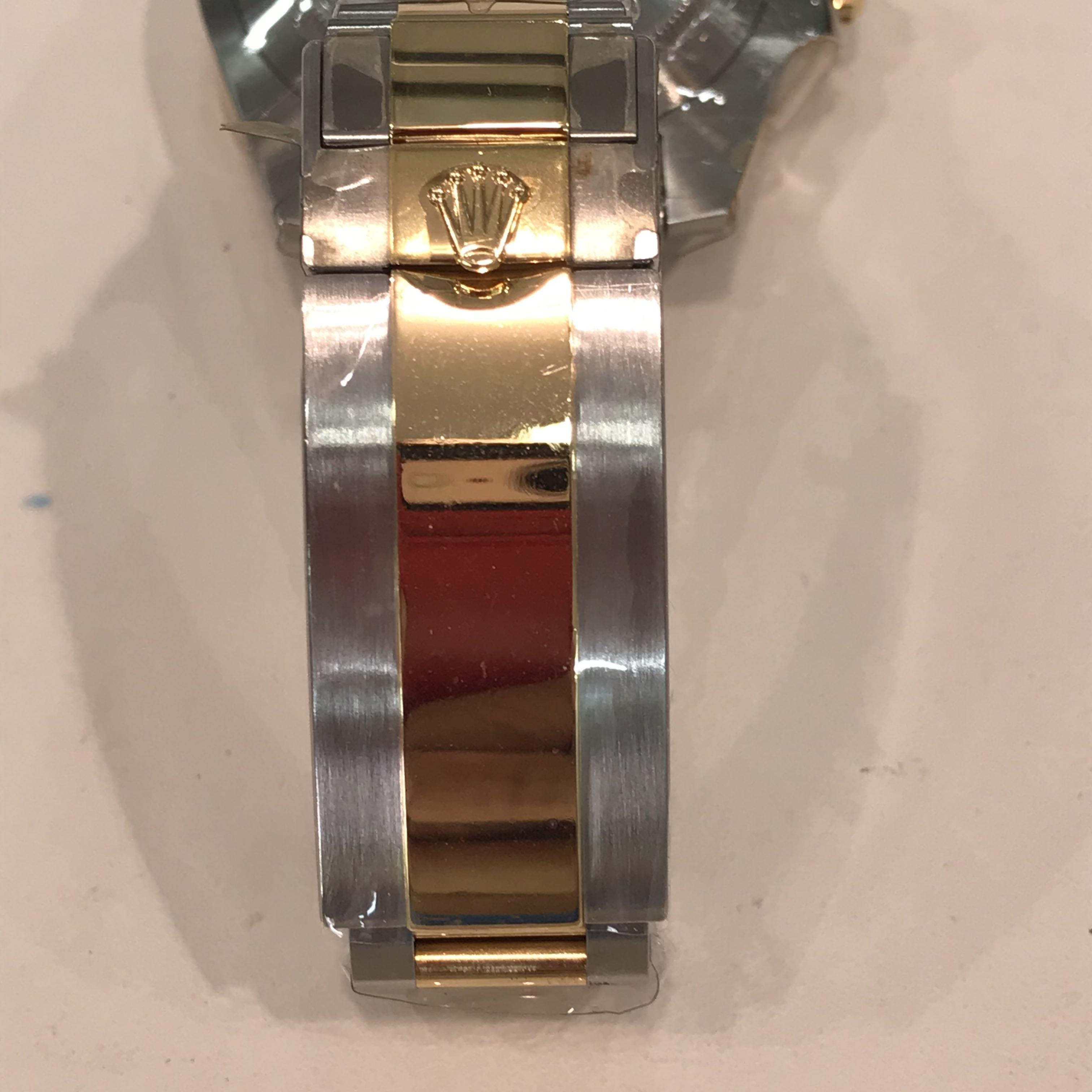 CLEARANCE SALES {Luxury Dress Watch - ROLEX} Authentic ROLEX OYSTER PERPETUAL SUBMARINE DATE 40mm Blue Dial Model 116613LB Come With Original Bezel & Half Gold Bracelet